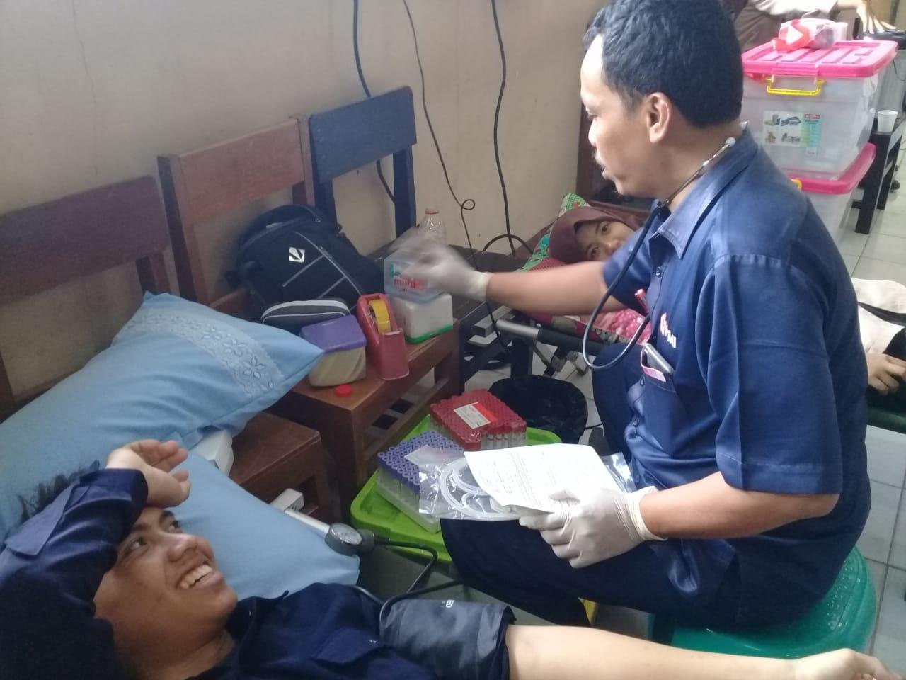 Aksi Donor Darah Sukarela, Program Peduli Masyarakat dari PMR Wira SMK N 1 Gombong dan PMI Kebumen